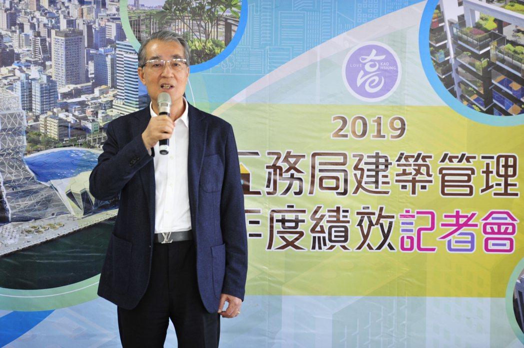 皇苑建設今年業績較去年成長四成,董事長郭敏能說,「現在是身為建商最榮耀的時刻。」...
