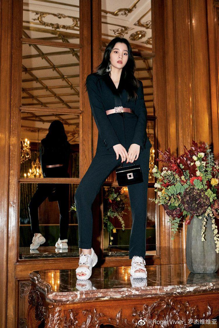 歐陽娜娜成為時尚鞋履品牌Roger Vivier的中國區代言人。圖/摘自微博