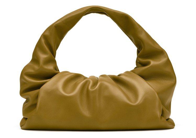 The Shoulder Pouch外型讓人想起可頌麵包。89,800元。圖/B...