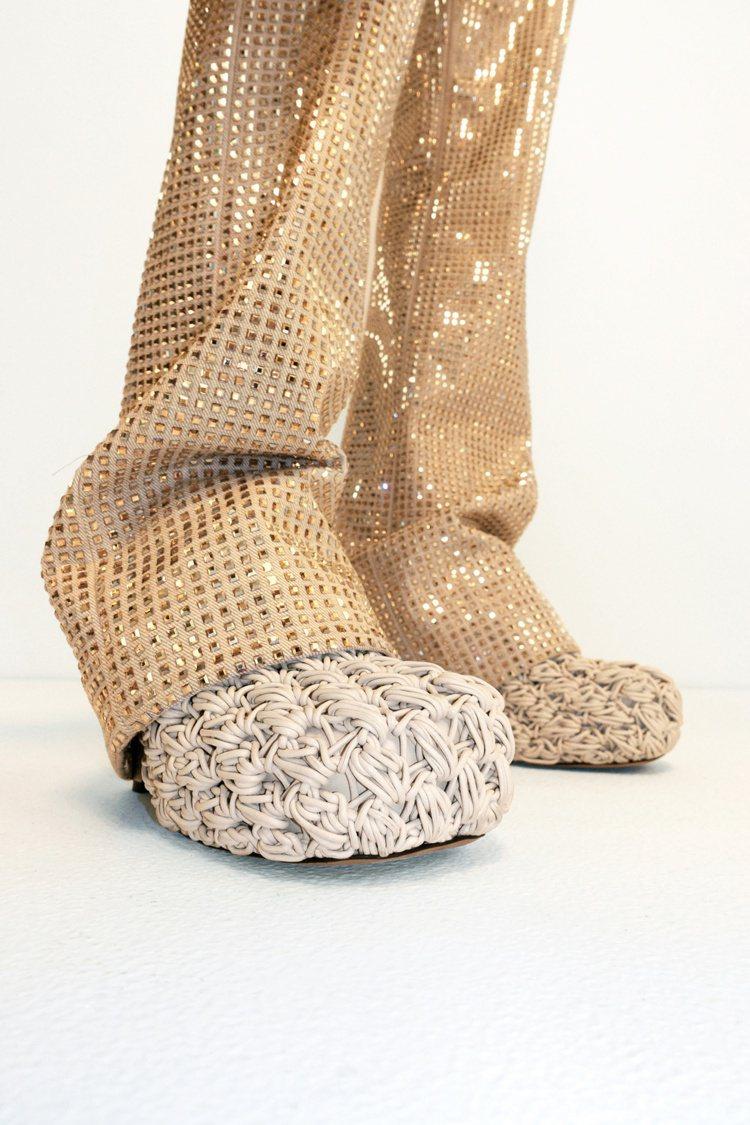2020早秋鞋款非常像泡麵。圖/BOTTEGA VENETA提供