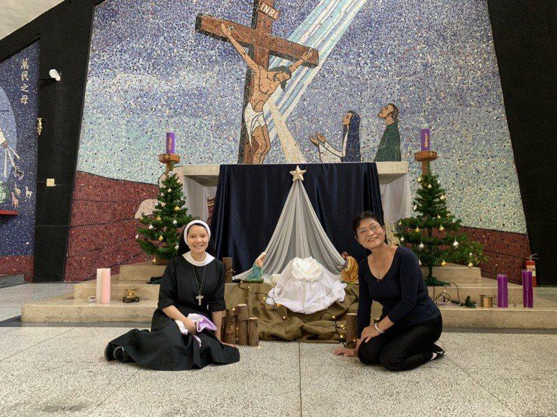 紀念慶祝耶穌基督誕生,有「南台灣最美教堂」稱譽的天主教嘉義市聖奧德教堂,按聖經記載佈置耶穌誕生的馬槽。圖/聖若望主教座堂提供
