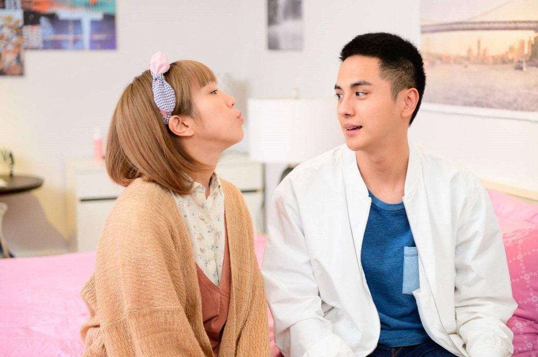 梁舒涵(左)與曾子余在「女力報到-小資女上班記」中展開新婚生活。圖/中視提供