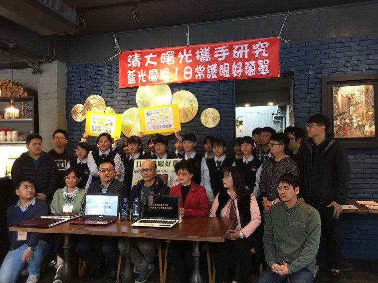 清華大學周卓煇教授領導的OLED照明團隊與曙光女中科學專題研究團隊,今天揭示電腦...
