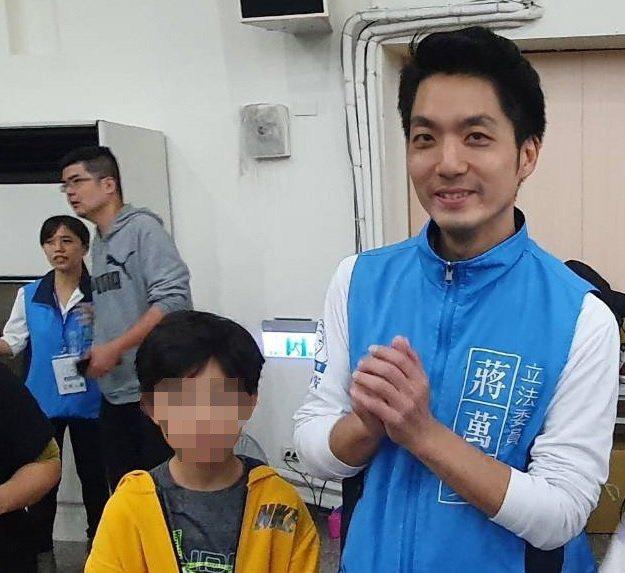 蔣萬安與兒子一同出席選舉行程。 記者楊正海/攝影
