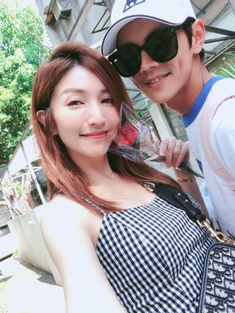 阿翔與老婆Grace。 圖/擷自Grace臉書
