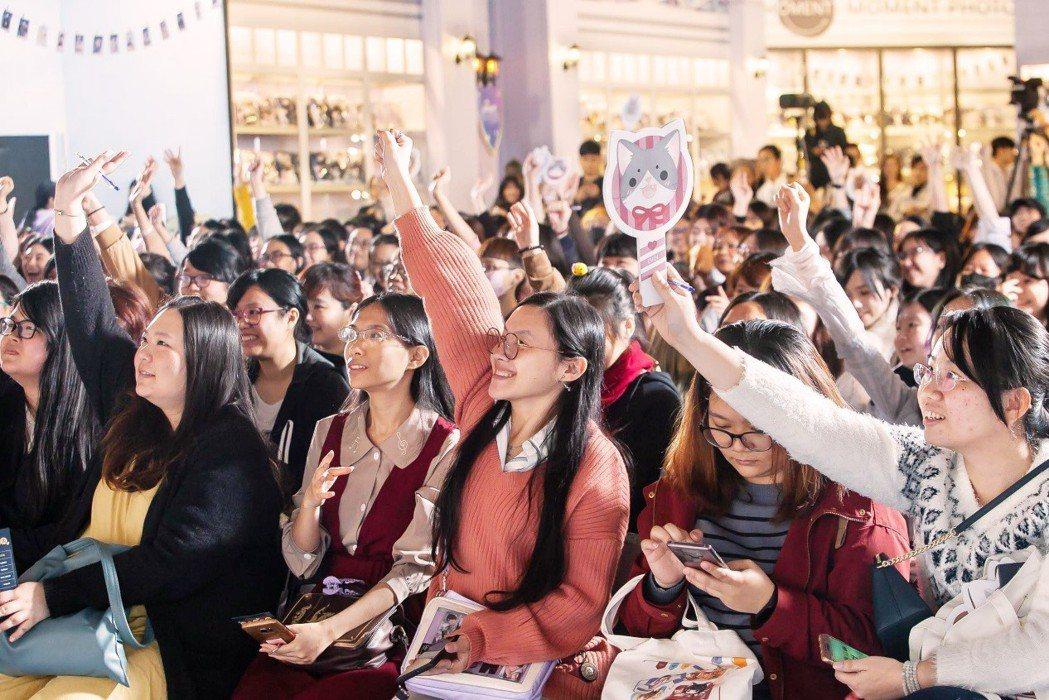 玩家熱情舉手參與活動。
