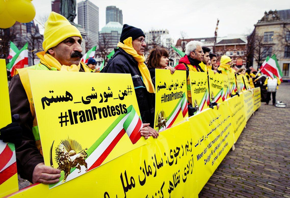 無法於伊朗境內自由採訪的《路透社》與《BBC》也都坦承,派駐伊朗的各方記者,目前...