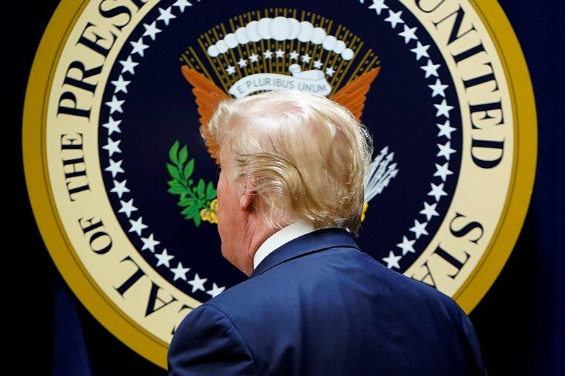 作者對川普總統的態度非常明確,認定他是加速破壞民主制度的原因之一。 圖/路透社