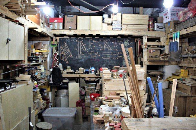 台灣夢想城鄉營造協會,有許多無處販賣的木工品。 圖/徐睿妤攝影