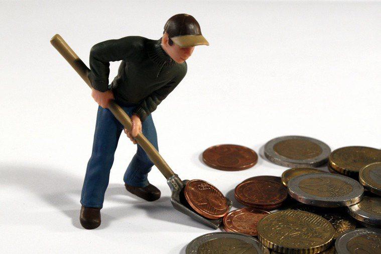 專家建議,退休準備金應該提早規劃,避免退休金不足,陷入想退休而不能退的窘境。 圖...