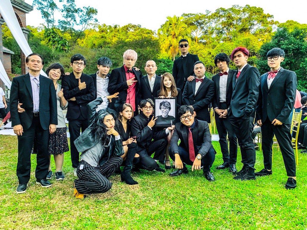 八三夭、玖壹壹新歌由酷炫(前排左三)擔任MV導演。圖/JUSTLIVE就是現場提