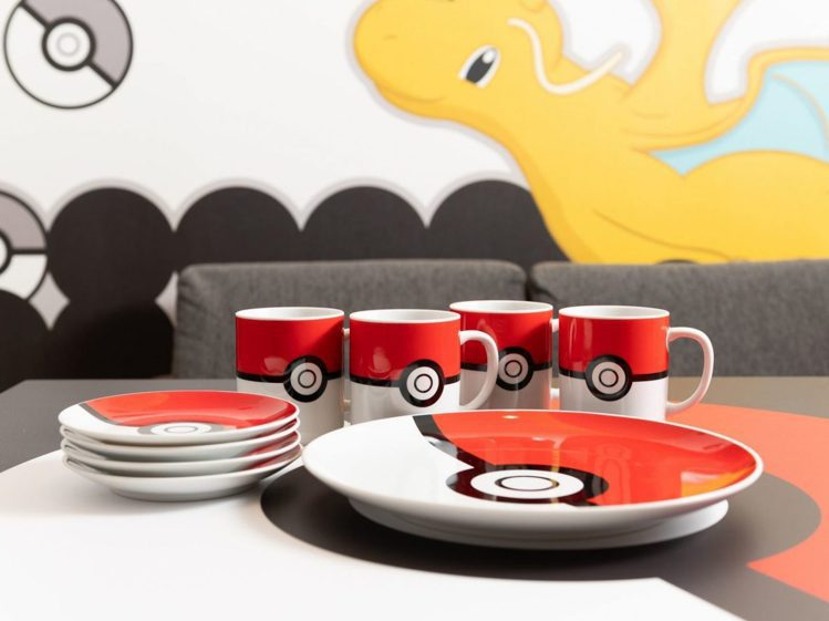 超萌寶可夢限定杯子、盤子,吸引粉絲爭相合影。圖/取自collabo-cafe