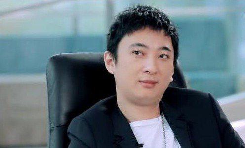 中國前首富王健林之子王思聰(圖)旗下的熊貓互娛周邊產品15日開拍。圖/擷取自微博