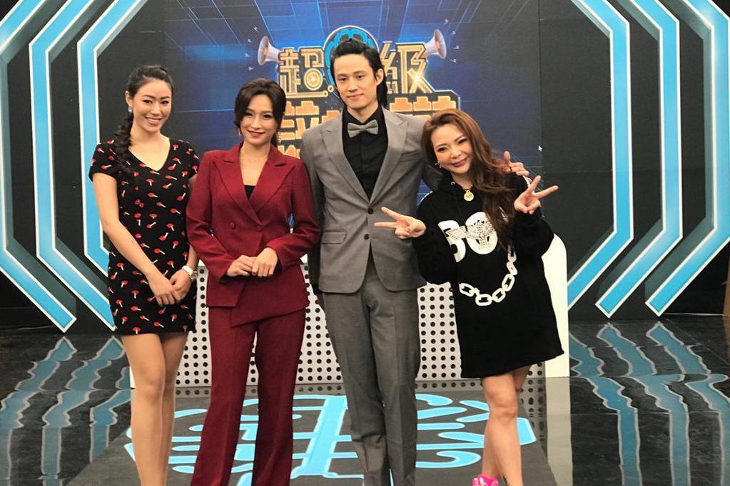 邦妮(左起)、洪藜恩、徐新洋和小甜甜錄「超級辯辯辯」。圖/東風提供