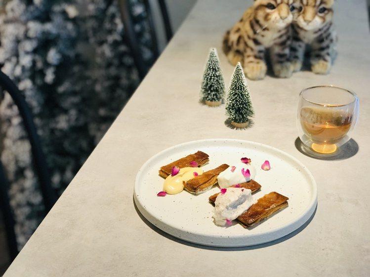 「玫瑰香草千層酥派」單點380元,加70元升級飲品套餐。圖/居樂堂甜舖提供