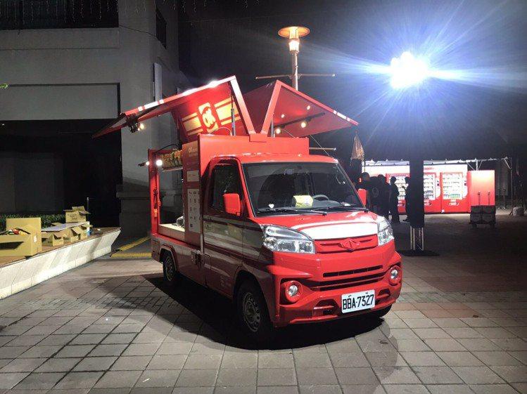 迎戰跨年人潮,OKmart首次於跨年夜將OKmove行動餐車開到台北信義商圈門市...
