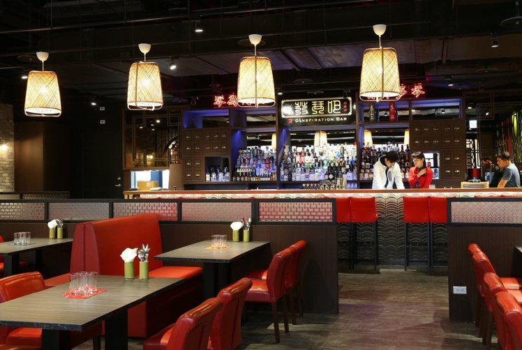 遠百信義A13推出30家深夜餐廳,14樓餐廳最晚營業到凌晨2點。記者林澔一/攝影