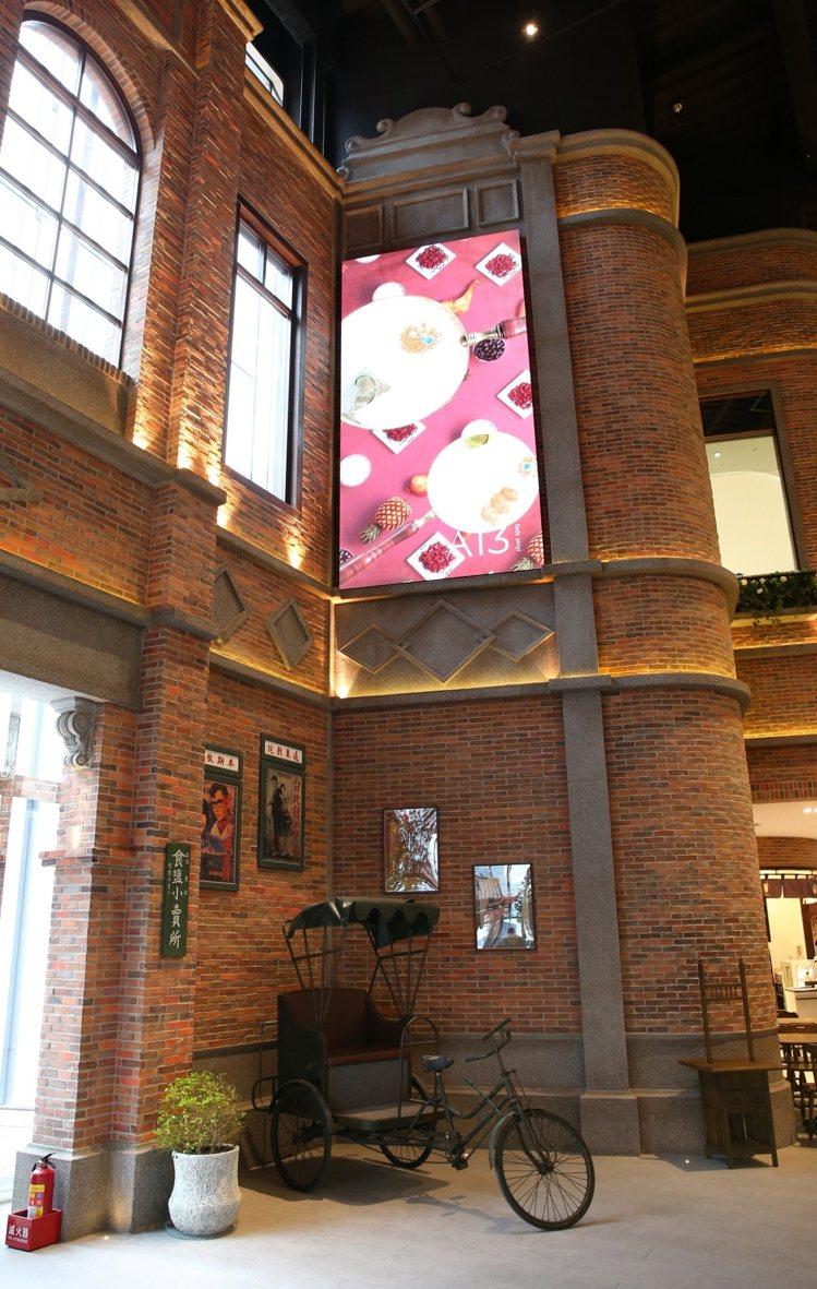 館內建置多個多功能互動螢幕。記者林澔一/攝影