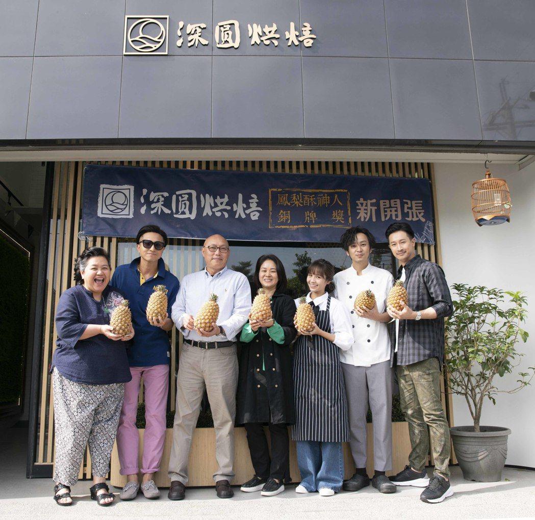 鍾欣凌(左起)、王少偉、導演鄧安寧、製作人陳慧玲、黃姵嘉、張書偉、Darren在...