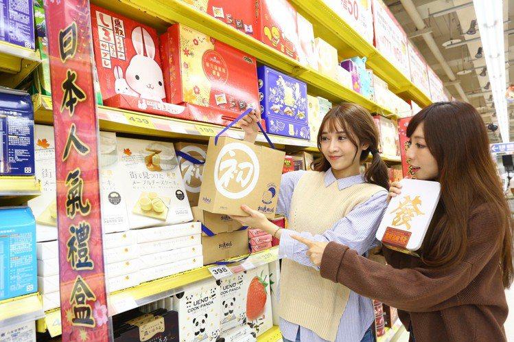 家樂福推出春節禮盒系列優惠,明年1月29日前,單筆購買餅乾、堅果、果乾、肉乾、海...