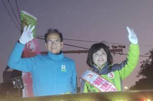 <u>游錫堃</u>新營為賴惠員助選 贈「必勝達摩」坐鎮競總