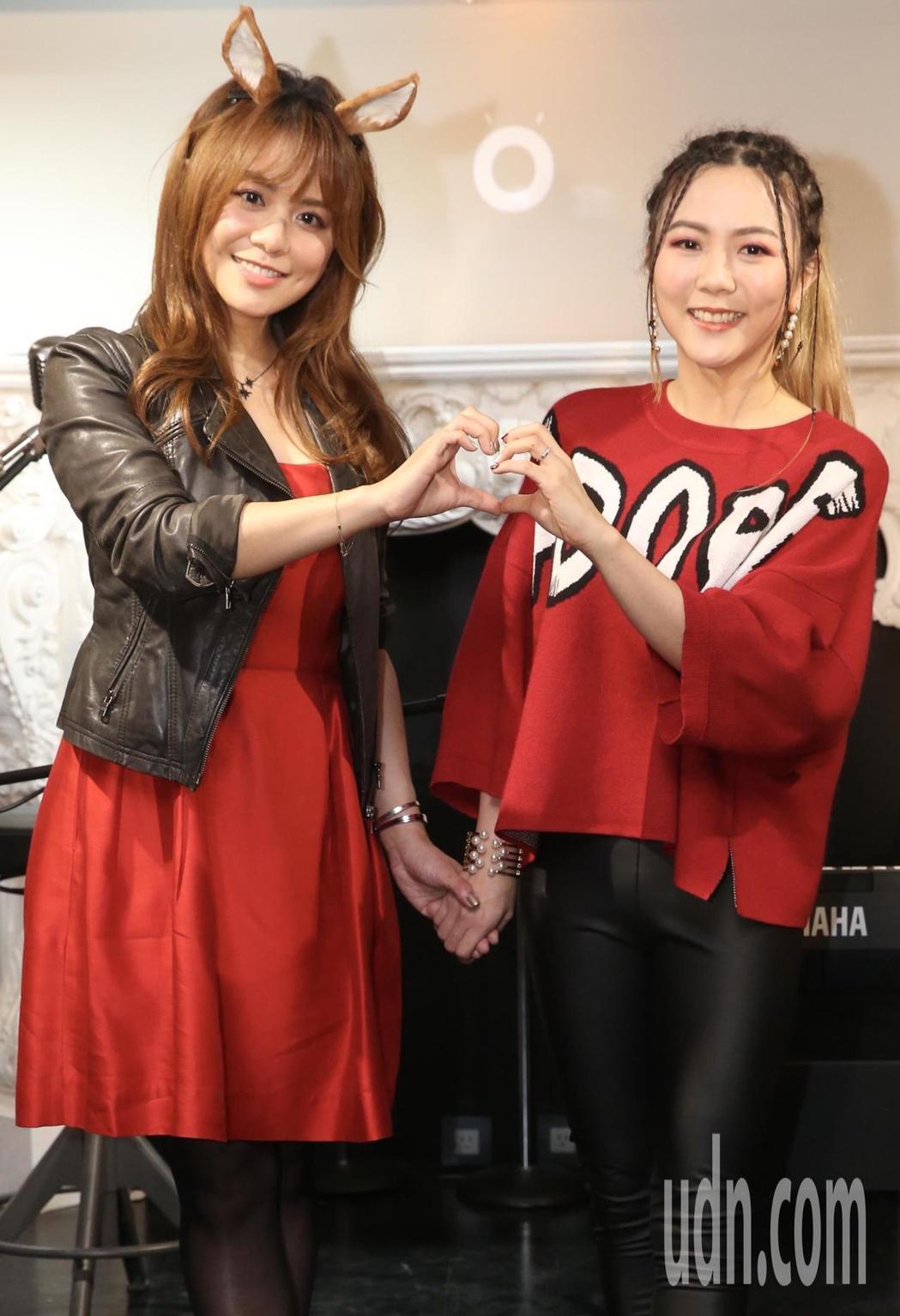 蔡佳靈(右)、紀儀羚擔任聖誕公益大使。記者林俊良/攝影