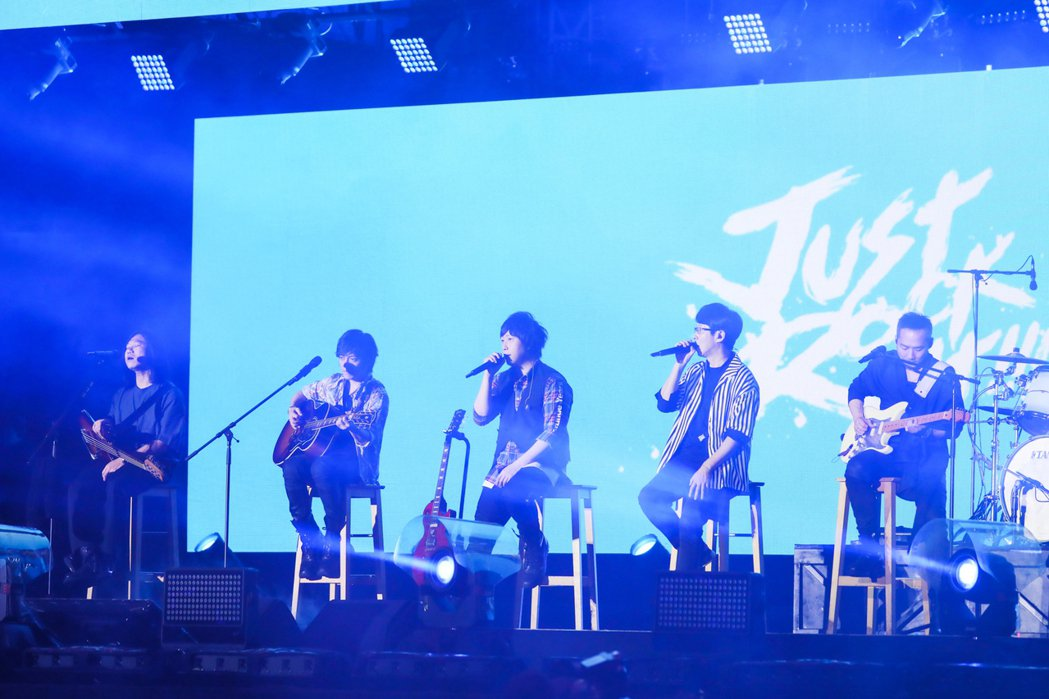 "五月天「Mayday Just Rock It!!!""藍 BLUE""」演唱會今邁"