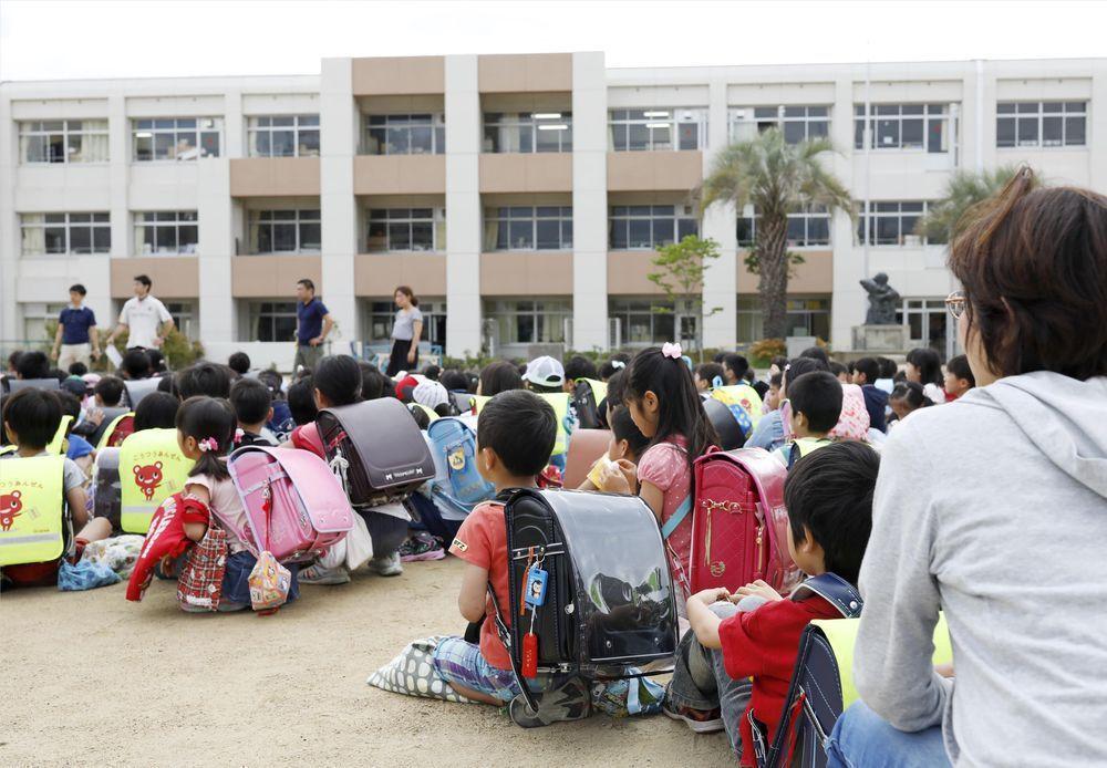 日本人口密度高,不適應環境很難生存。(路透)