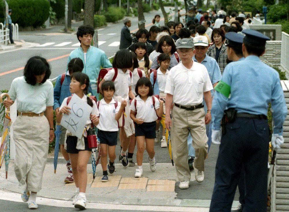 當小孩不上學,日本家長要嘛讓他們參加學校輔導,不然就是在家自學,最後則是送他們去...