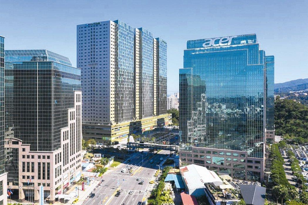 「遠雄U-TOWN」是雙北最大的立體化廠辦,已吸引超過300家企業進駐。 康堃皇...