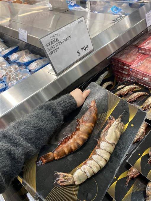 跟人手臂一樣粗的海草蝦。圖截自COSTCO 好市多消費經驗分享區