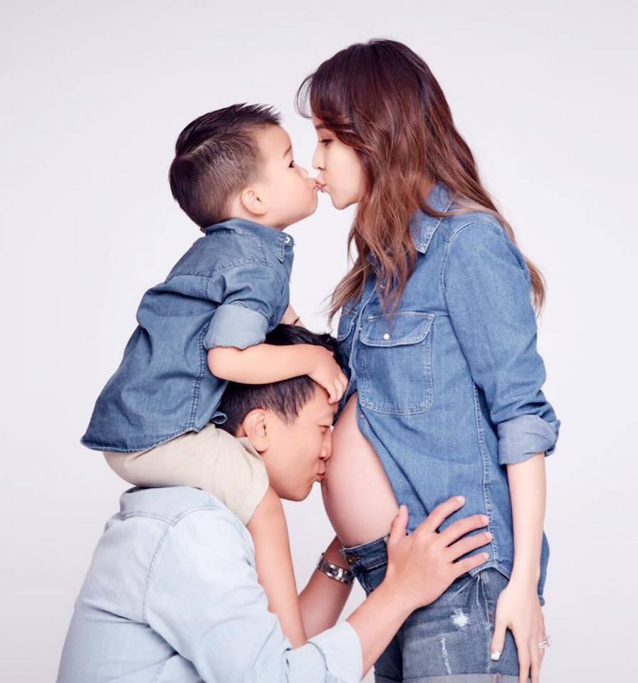 侯佩岑上一次曝光全家福照是在產下二胎前。圖/擷自臉書