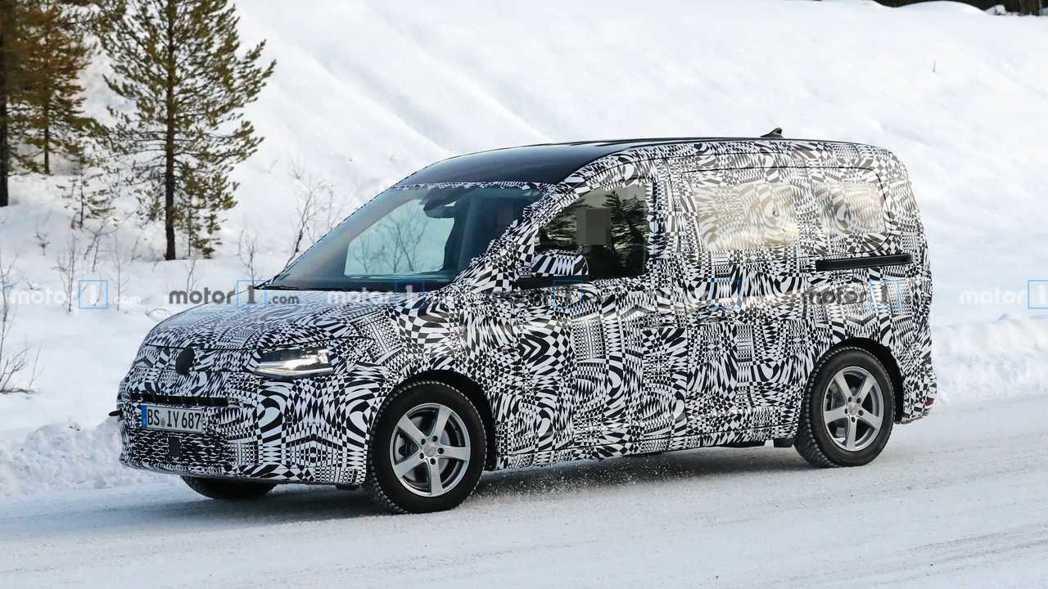 新世代Volkswagen Caddy偽裝測試車。 摘自Motor 1