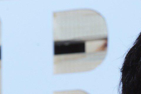 好久沒有戲劇作品的「賀小美」賀軍翔2017年與初戀女友結婚,兩人育有一女「美寶」,鮮少曝光婚後日常的他,偶爾還是會秀出女兒照片展現父愛的一面。結婚已兩年多的賀軍翔今(1日)遭《時報周刊》爆料,上個月...