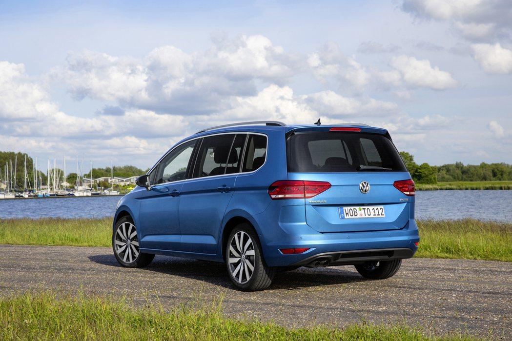 在休旅車當道的銷售市場中,屬於MPV級距的Volkswagen Touran可能...