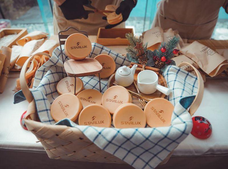星宇航空聖誕開趴吃車輪餅。圖片來源/臉書