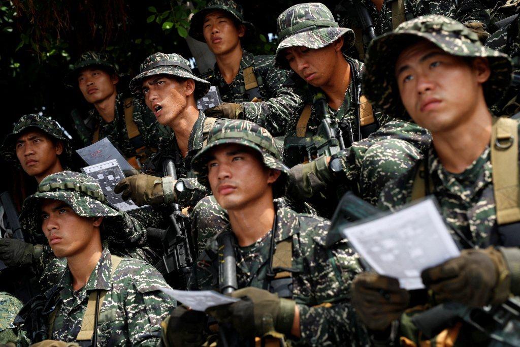 徵兵制的確擁有全民皆兵的優點,但採用徵兵制並沒有比較便宜。 圖/路透社