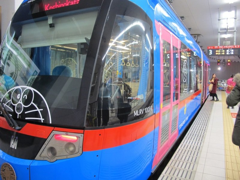 富山高岡必玩景點,哆啦A夢電車。 圖/章淑曼攝影