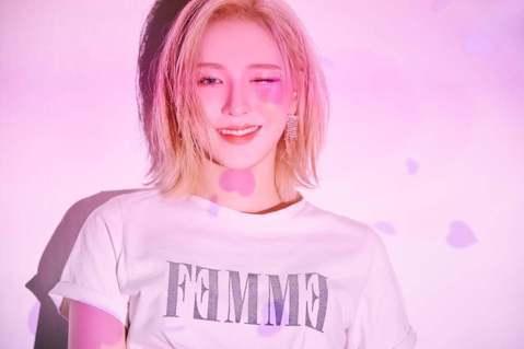 韓國年末盛事「SBS歌謠大戰」今(25)日展開,不過卻傳出女團Red Velvet成員Wendy彩排時受傷,送醫治療。其經紀公司SM娛樂發聲明證實此消息,並稱包含預錄跟現場的盛典內容,都將缺席。而W...