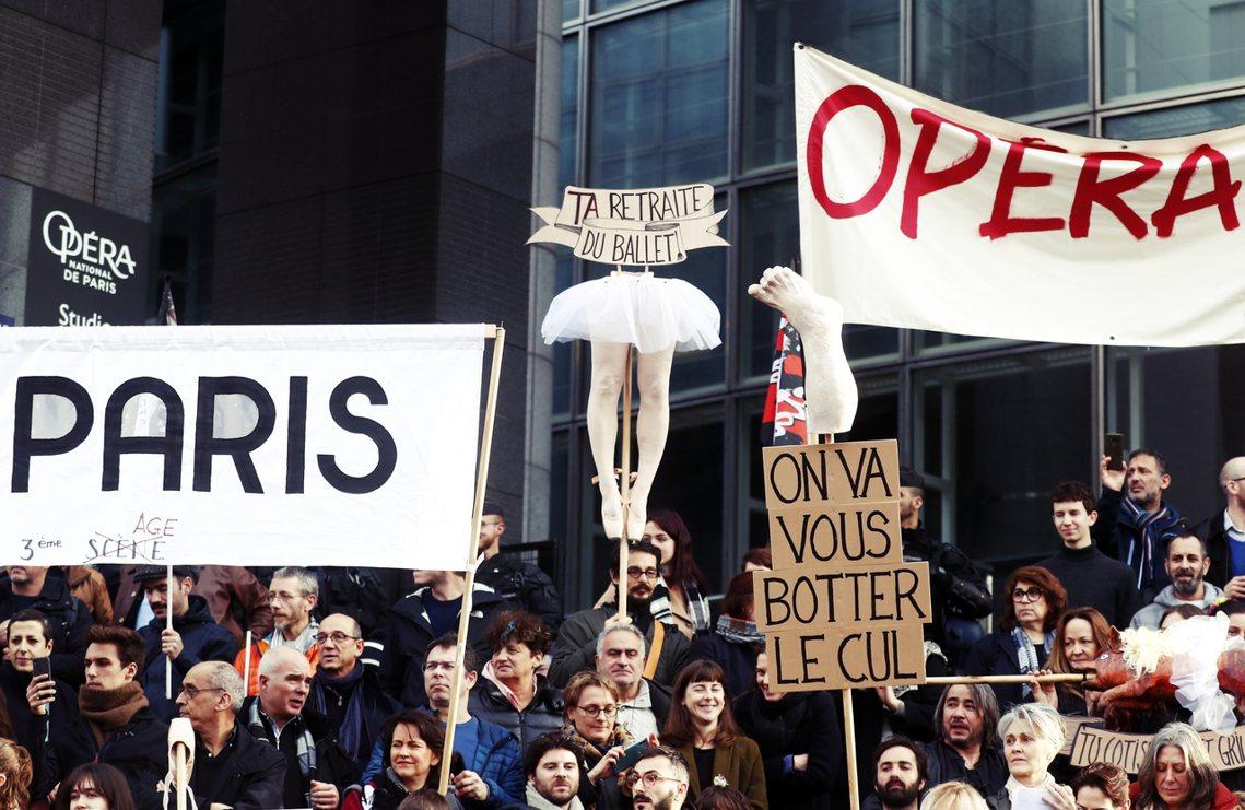 對於現役的巴黎舞團成員來說,「齊頭式的退休制度改革」無視於藝術從業者的特殊狀況、...