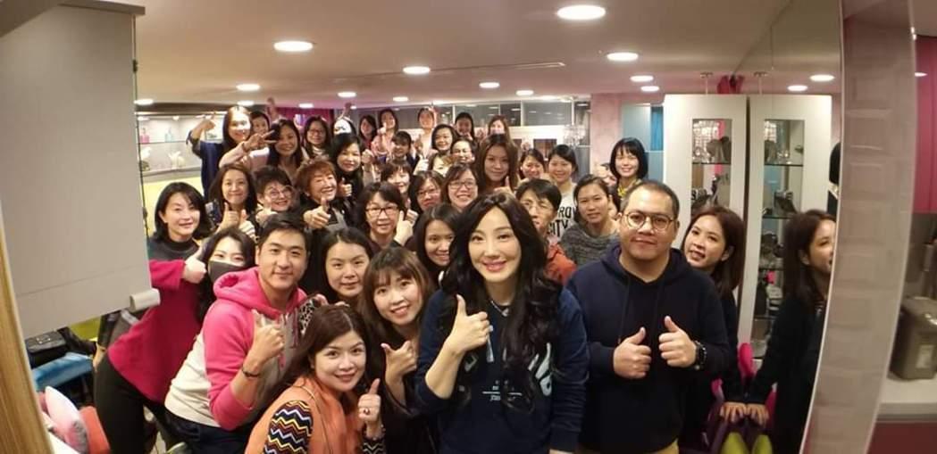 沈嶸旗下現有62名徒兒。圖/摘自臉書