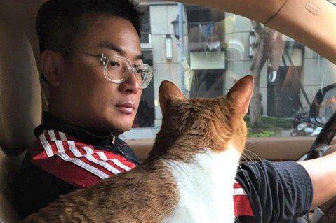 江宏恩在5年前的今天,度過一個不一樣的聖誕節──拯救了一隻貓,從此多了一位家庭成員,改變他的人生。5年前的平安夜,江宏恩救回了小貓Santa,讓那一天成為他最有意義的一次聖誕節。江宏恩說,平安夜當晚...