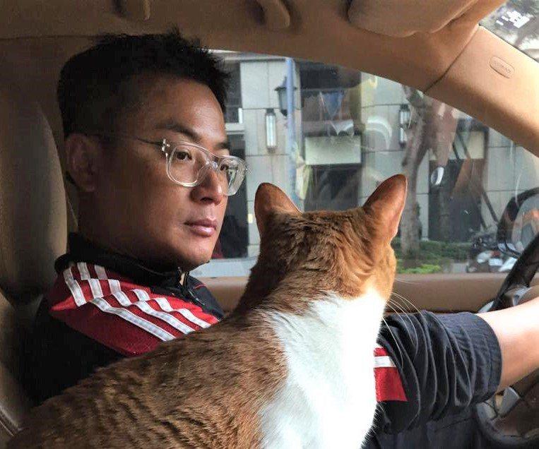 5年前的耶誕節江宏恩救了一隻貓取名為Santa,也就是聖誕的意思。圖/艾迪昇提供