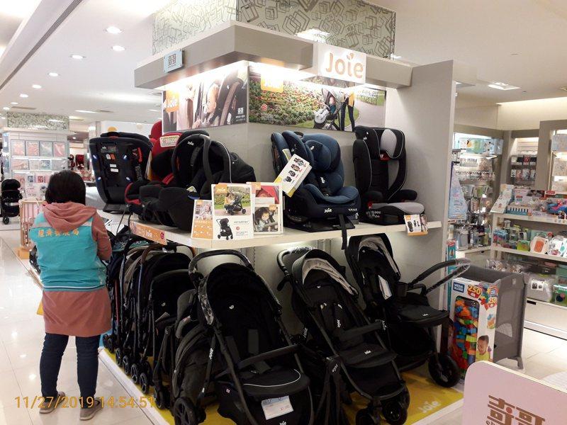 新北市府擴大抽查嬰幼兒相關商品900件,查獲181件「商品標示」不合格,圖非當事廠商。圖/新北市經發局提供