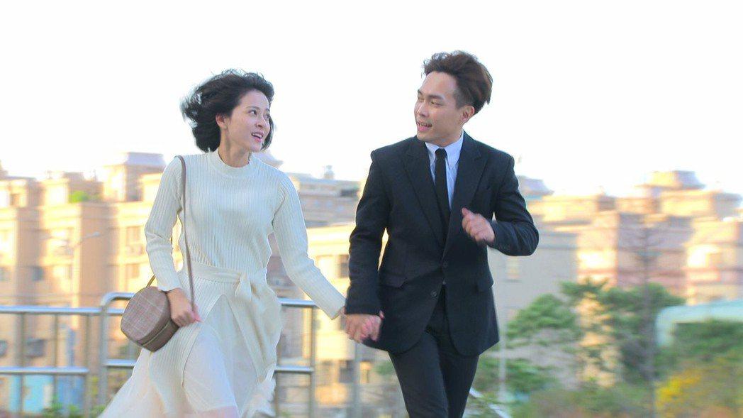 許仁杰(右)和蘇晏霈在「多情城市」中配對。圖/民視提供
