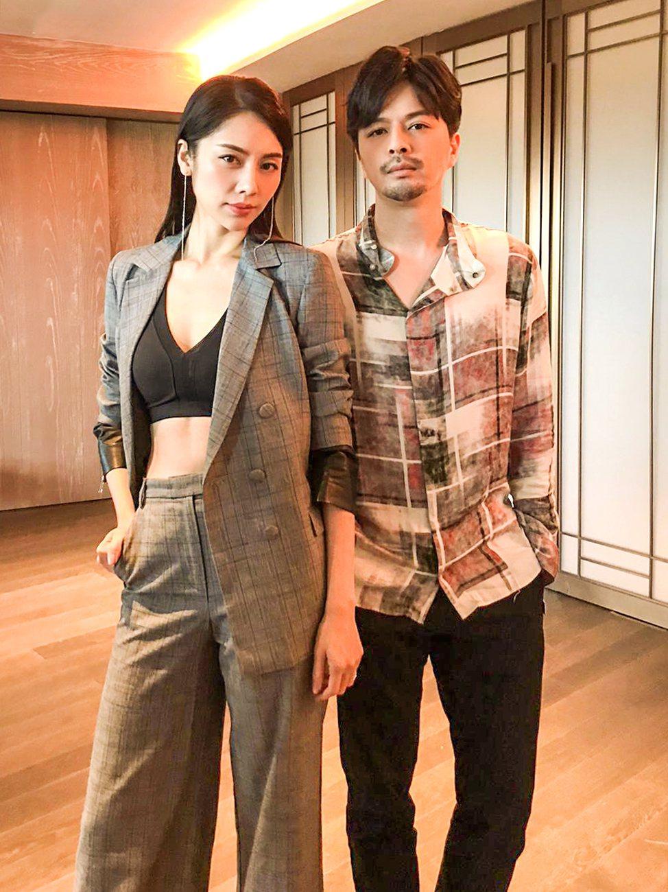 廖奕琁(左)和江常輝拍新加坡電視劇  圖/凱渥提供