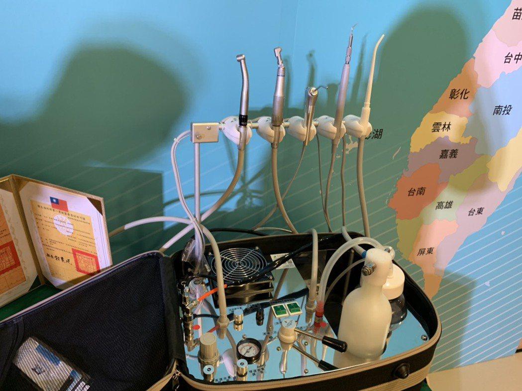 玉山銀行今宣出36組攜帶式牙科診療設備組、22組生理監視器,給全台22縣市牙醫師...