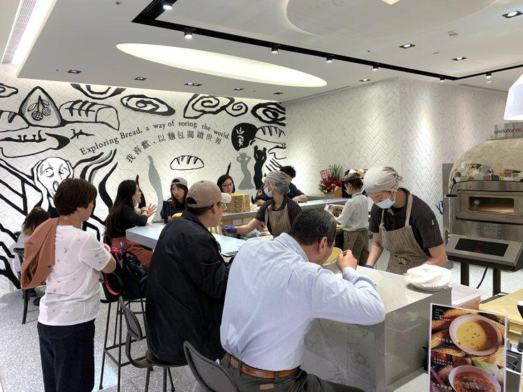 吳寶春麥方店內用座位區。記者張芳瑜/攝影