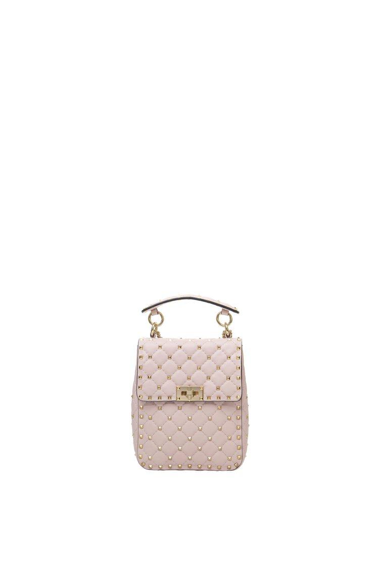 強調品牌標誌性鉚釘元素的Rockstud Spike則是以注入白色調的粉紅打造,...