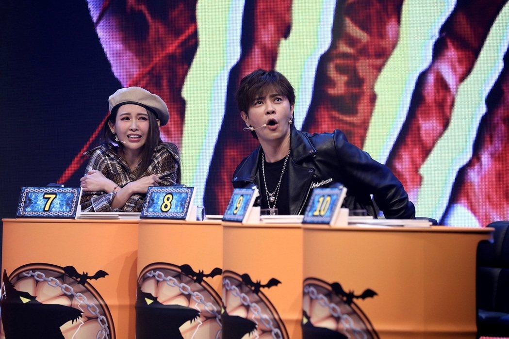 愷樂(左)和羅志祥玩狼人殺。圖/八大提供
